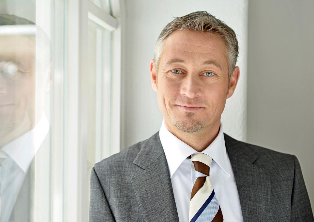 DR. THORSTEN BOSCH: AUTOR – SPEAKER – LEHRBEAUFTRAGTER Der Führungsexperte mit Mut zu klaren Worten